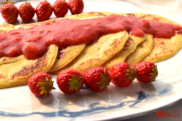 strawberry-pancakes-with-strawberry-syruphomemade